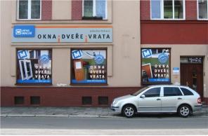 Vstup do pobočky Okna Macek Ostrava